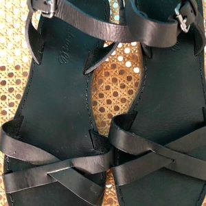 Madewell black leather strappy sandals size 6 1/2